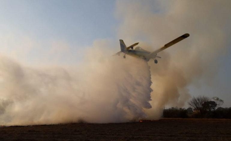 Por aire y tierra, brigadistas combaten la quema de caña y pastizales