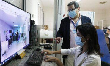 En el Centro de Salud un robot monitorea a pacientes con COVID-19