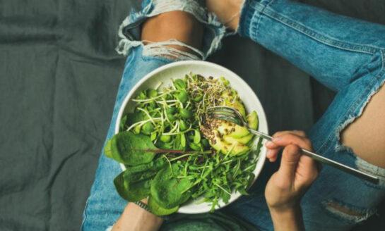 Investigación sostiene que los veganos son 43% más vulnerables a problemas óseos