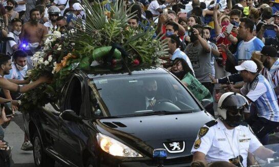 El cementerio donde descansan los restos de Maradona es custodiado por 200 policías