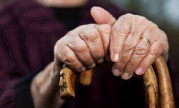 Estafaron a una abuela que entregó 400 mil pesos, 470 dólares y joyas