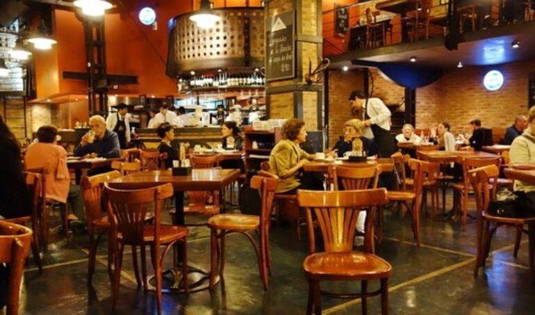 Amplían el horario de atención en bares de la capital tucumana