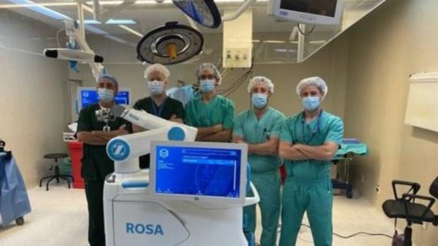 Avances: por primera vez realizan un reemplazo total de rodilla con tecnología robótica
