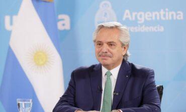 Alberto Fernández firmó el decreto para convertir los planes sociales en empleo genuino