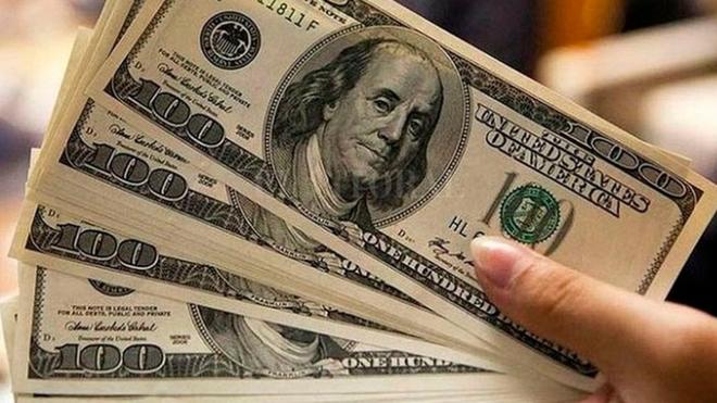 Endurecen los controles al dólar para frenar la pérdida de reservas