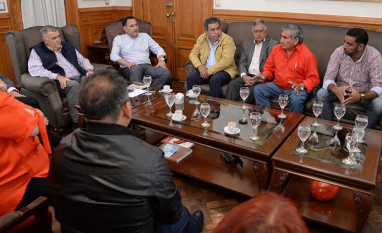 Analizan pagar un bono de $20 mil a los empleados estatales de Tucumán