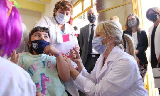 Avanza la vacunación a niños de escuelas y colegios primarios